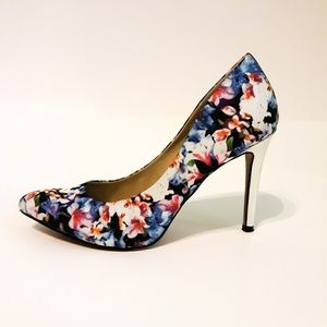 Pointy Toe Floral Pump